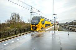 Stacja metru Amsterdam z rozpieczętowanymi estradowymi zakończenie budowy elementami Zdjęcia Stock