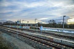 Stacja metru Amsterdam z rozpieczętowanymi estradowymi zakończenie budowy elementami Obrazy Royalty Free