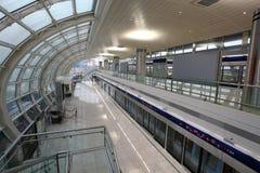 Stacja Metru przy Dubaj Lotniskiem fotografia royalty free