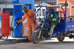 Stacja paliwowa pracownik, Maroko Obrazy Royalty Free
