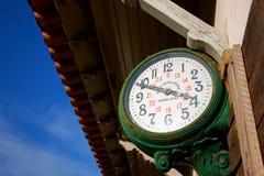 stacja zegarowy pociąg Obrazy Royalty Free