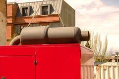 Stacjonarny dieslowski elektryczny generator z wydmuchową drymbą od a Zdjęcie Stock