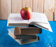 Stack of books and fresh apple Royalty Free Stock Photos