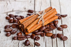 Stack of cinnamon sticks and coffee beans Royalty Free Stock Photos