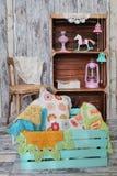 Stack hem- garneringar i träask royaltyfria bilder