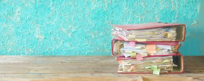 Stack of messy file folders Royalty Free Stock Photography