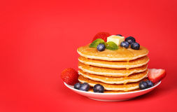 Stack of pancakes on red Royalty Free Stock Photos