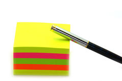 Stack of post its and a pen Royalty Free Stock Photography