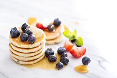 Stack of small pancakes with berries Royalty Free Stock Photos