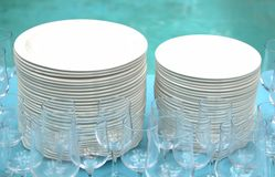 Stack of white plates and wine glasses Royalty Free Stock Photos