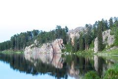 Stackade sjö med isolerad himmel royaltyfri fotografi