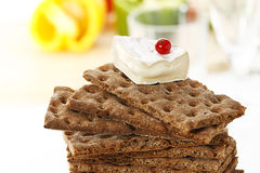Stacked wholemeal crispbread with soft cheese and currant Stock Images