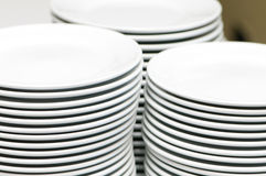 Stacks of empty plates Royalty Free Stock Photos