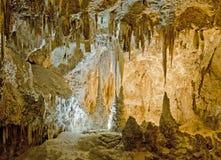 Stactites och stalagmit på Carlsbad Arkivfoto