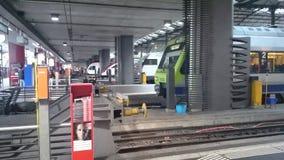 Stacyjna lucerna - pociągi ind Switzerland obraz royalty free