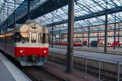 stacyjni pociągi Zdjęcia Royalty Free