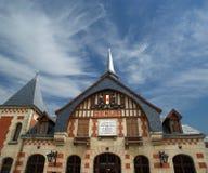 Stacyjny budynek w Gockim stylu. Francja, Senlis, Picardy Fotografia Royalty Free