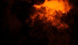 Staczać się kłąb dymna mgła chmurnieje od suchego lodu przez dna światło Mgła na podłogowej odosobnionej tło teksturze fotografia royalty free