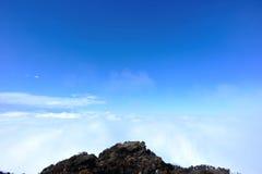 Staczać się chmury i krajobraz fotografia royalty free