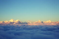 Staczać się chmury i krajobraz obraz stock