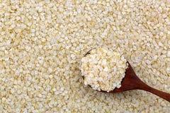 Staczający się białego Quinoa ziarna bezpłatni płatki Spłaszczone organicznie adra w proteinie wysoko, żywienioniowy włókno, b wi obrazy stock