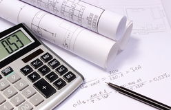 Staczający się elektryczni diagramy, kalkulator i matematycznie obliczenia, Fotografia Royalty Free
