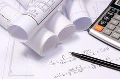 Staczający się elektryczni diagramy, kalkulator i matematycznie obliczenia, Obrazy Royalty Free