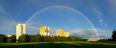 stad över regnbågen Royaltyfri Bild