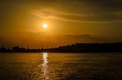 stad över solnedgång Royaltyfri Fotografi