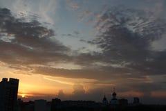 stad över solnedgång Arkivbilder