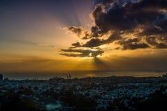 stad över solnedgång Arkivfoton