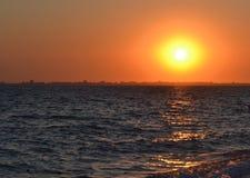 stad över solnedgång Arkivbild