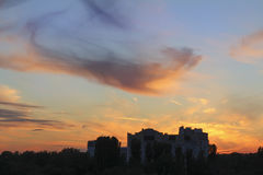 stad över solnedgång Arkivfoto
