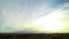stad över soluppgång Timelapse arkivfilmer