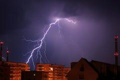 stad över storm Arkivfoto