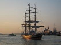 Stad alto Amsterdam de la nave Imagen de archivo libre de regalías
