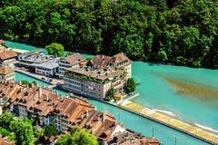 Stad av Berne den flyg- sikten och flod Aare i Schweiz Royaltyfria Foton