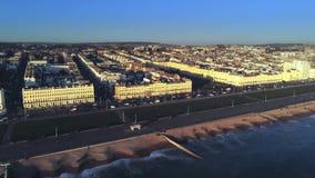 Stad av Brighton på sydkusten av England från över arkivfilmer