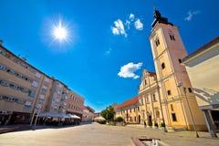 Stad av Cakovec den huvudsakliga fyrkanten och den kyrkliga sikten Royaltyfri Fotografi