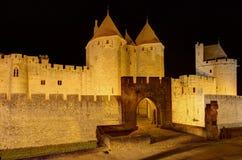Stad av Carcassonne vid natt - Aude France Arkivfoto