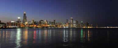 Stad av Chicago på natten Royaltyfria Bilder