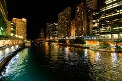 Stad av Chicago på natten Arkivbild