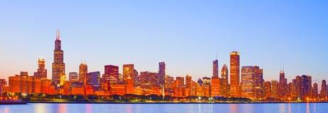 Stad av Chicago USA, färgrik panoramahorisont för solnedgång Royaltyfria Foton