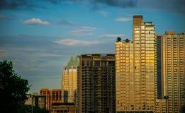 Stad av den Austin Portrait Condo Rooftop Downtown kyssen med förälskelse arkivbild