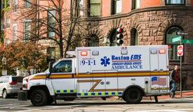 Stad av den Boston EMS ambulansen Arkivfoto