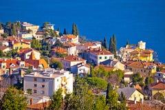 Stad av den flyg- sikten för Opatija strand fotografering för bildbyråer