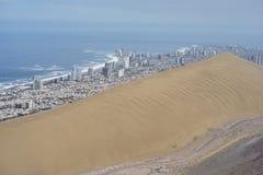Stad av den Iquique och kulledraken Nord av Chile Arkivfoto