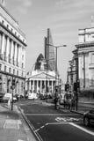 Stad av den London gatasikten på Bank of England - LONDON - STORBRITANNIEN - SEPTEMBER 19, 2016 Royaltyfria Bilder