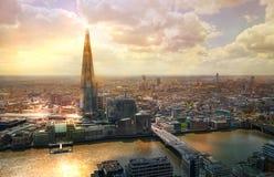 Stad av den London sikten på solnedgången Panoramautsikt från golvet 32 av London skyskrapa Fotografering för Bildbyråer