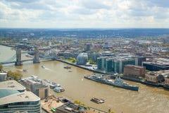 Stad av den London Westminster bron Panoramautsikt från golvet 32 av London skyskrapa Royaltyfri Foto
